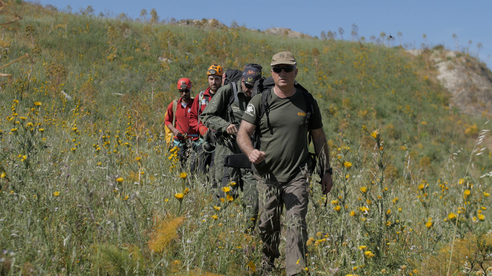 Il team in movimento verso il sito di marcatura (foto Andreini/Di Federico)