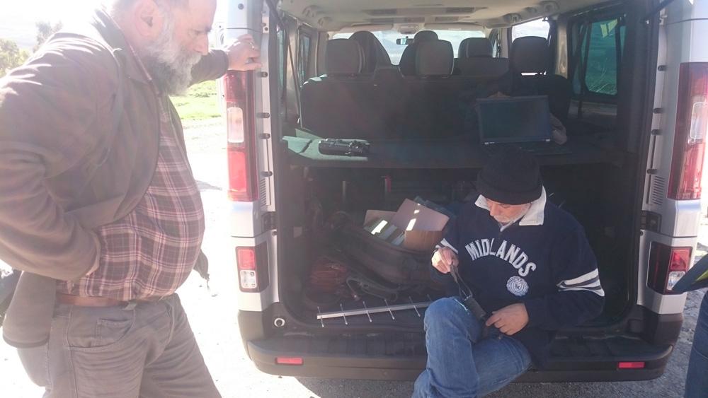 Dr.  Di Vittorio showing the equipment to track the eagles (photo Catullo).
