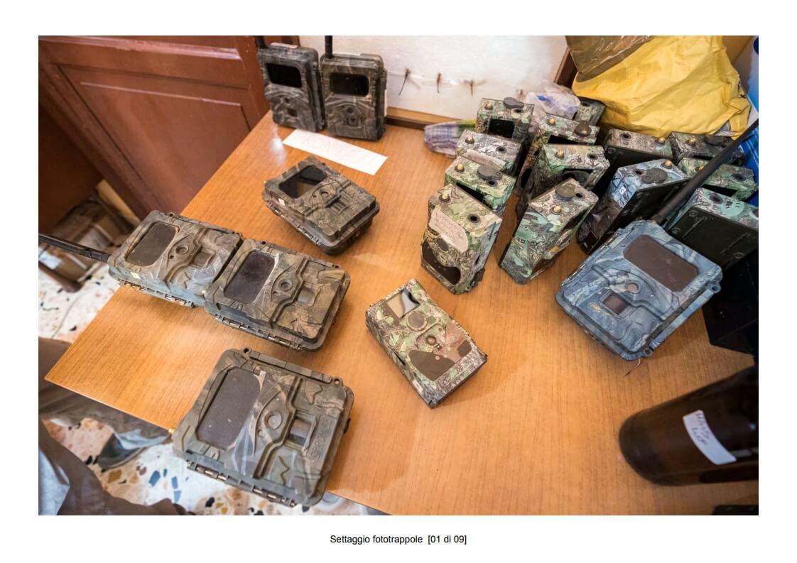 Camera traps setting - 01 of 09 (photo: Mathia Coco)