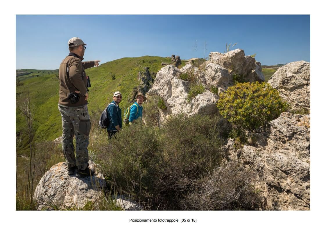 Positioning of camera traps - 05 of 18 (photo: Mathia Coco)
