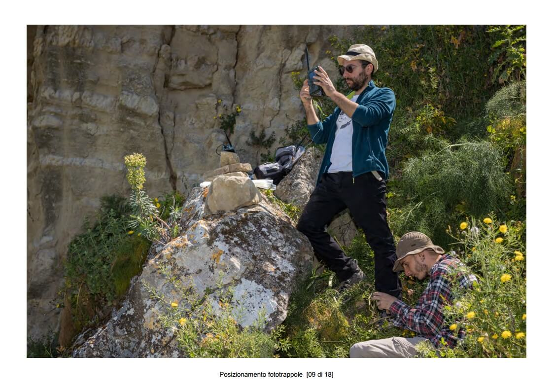 Positioning of camera traps - 09 of 18 (photo: Mathia Coco)